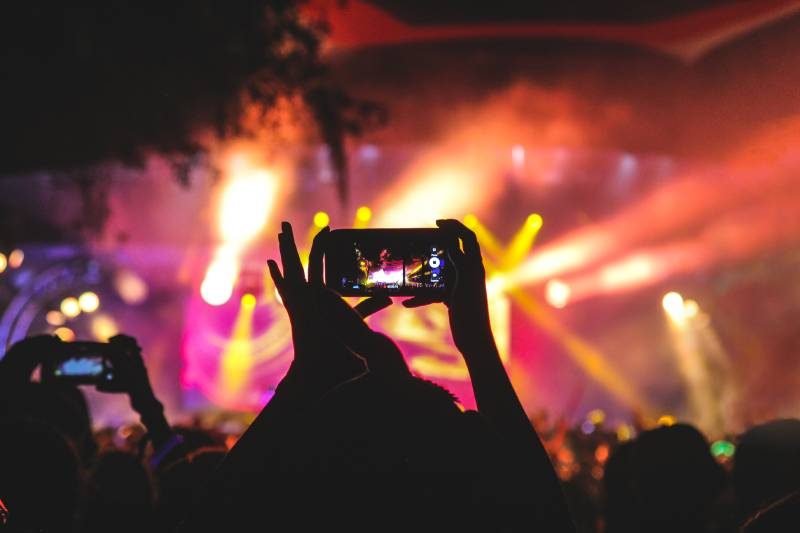 live streaming a music concert